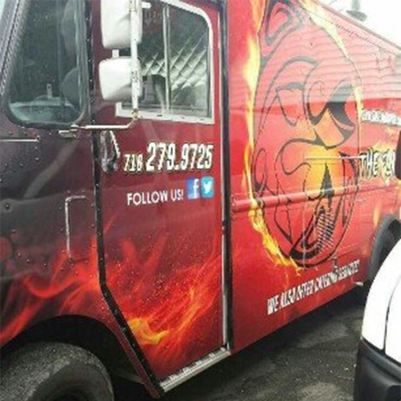 Wutsupbuffalo the flaming fish for Flaming fish food truck